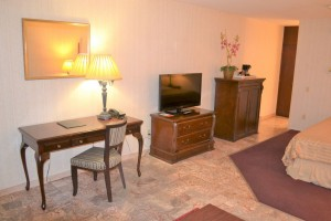 Merced Inn and Suites - Well-Appointed Guest Rooms