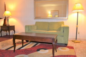 Merced Inn and Suites - Guest Room Seating Area