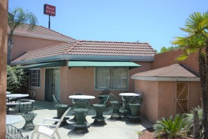 Merced Inn and Suites - Poolside Seating