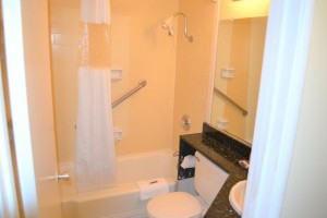 Merced Inn and Suites - Accessible Private Bathroom